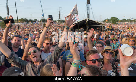 Pilton, Somerset, UK. 28. Juni 2019 Masse an Glastonbury Festival. Quelle: Jim Houlbrook/Alamy leben Nachrichten - Stockfoto