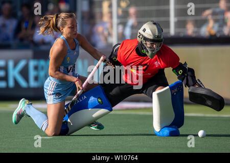 27. Juni 2019 in Amsterdam, Die Niederlande FIH pro Liga Argentinien v Australien FIH-Pro League 2019 Julieta Jankunas von Argentinien, Rachael Lynch von Aust - Stockfoto