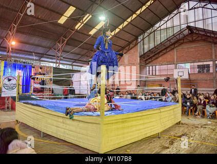 Cholita wrestling (Lucha Libre) in La Paz, Bolivien - Stockfoto