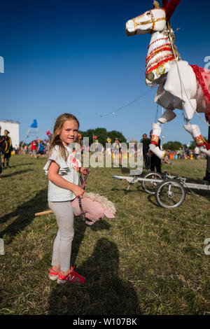 Glastonbury, Großbritannien. Freitag, 28 Juni, 2019. Blick auf die 2019 Glastonbury Festival. Foto: Roger Garfield/Alamy leben Nachrichten - Stockfoto