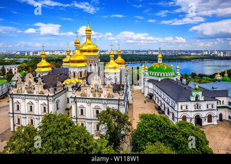 Kiew, Ukraine, goldenen Kuppeln der christlich-orthodoxen Kathedrale in Kiew 1352 Kloster der Höhlen oder Kiew Pechersk Lavra am Fluss Dniepr - Stockfoto