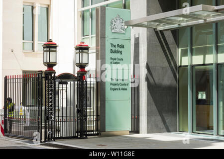 Eingang zu den Brötchen Gebäude, Royal Courts of Justice, Business und der Gerichte von England und Wales, fetter Lane, London, Großbritannien - Stockfoto