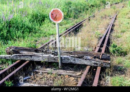 Ende der Zeile. Alte Eisenbahn. Das Ende der Bahnstrecke. - Stockfoto