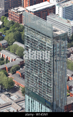 Eine Nahaufnahme Luftaufnahme der Beetham Tower im Stadtzentrum von Manchester, Juni 2019 - Stockfoto
