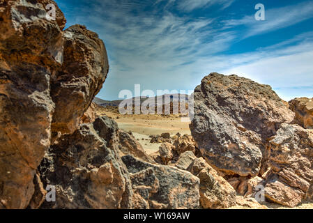 Die meisten erkennbaren Sicht auf den Berg Teide auf Teneriffa. Schöne Landschaft im Nationalpark auf Teneriffa mit dem berühmten Felsen, Cinchado, Los Roques de - Stockfoto