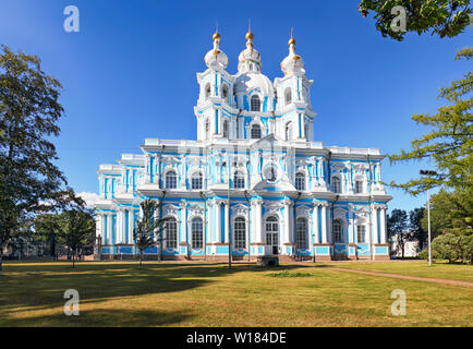 St. Petersburg - Smolny Kloster, die Kathedrale in Russland im Sommer - Stockfoto