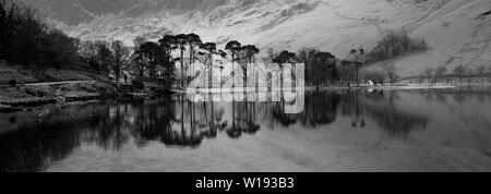 Nebel Blick über Buttermere, Nationalpark Lake District, Cumbria, England, Großbritannien - Stockfoto
