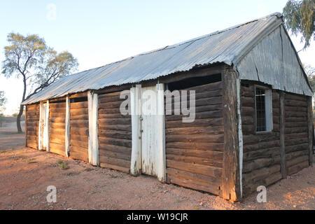 Die Außenseite des verlassenen alten Scheune im Northern Territory Outback Australiens. - Stockfoto