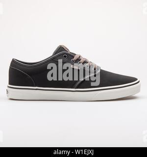 Wien, Österreich - 23 August, 2017: Transporter Atwood Sneaker schwarz auf weißem Hintergrund. - Stockfoto