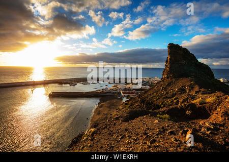 Küste und Hafen von Agaete, Gran Canaria, Kanarische Inseln, Spanien, Atlantik, Europa - Stockfoto