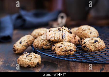 Hausgemachte frisch gebackenes Müsli und Obst cookies - Stockfoto