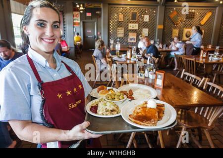 Vero Beach Florida Cracker Barrel Old Country Store Restaurant Einzelhandel Kette südlichen Thema Nostalgie waren Frau Kellnerin - Stockfoto
