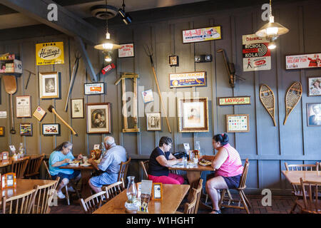 Vero Beach Florida Cracker Barrel Old Country Store Restaurant Einzelhandelskette südlichen Thema Nostalgie Ware Americana casua - Stockfoto