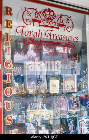 Florida, FL, Süd, Miami Beach, SoBe, 41st Street, Arthur Godfrey Road, Torah Treasures, Geschäft, Geschäfte, Unternehmen, Bezirk, Geschenke, Judaica, Fenster, - Stockfoto