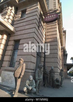 Skulpturen auf Vorderseite des Museum of Art, Shanghai, China - Stockfoto