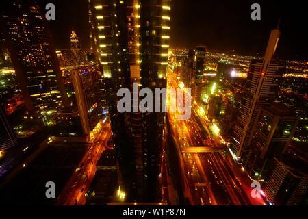 Anzeigen, Nacht, Sheikh Zayed Road, Wolkenkratzer, Finanz Center, Dubai, VAE, Vereinigte Arabische Emirate - Stockfoto