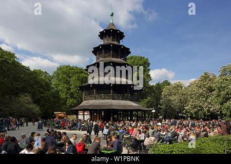 Chinesischen Turm im Englischen Garten, Chinesischer Turm, Englischer Garten, München, Bayern, Deutschland - Stockfoto