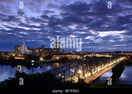 Blick von der Nepean Punkt über Ottawa River Hull, Ottawa, Ontario, Kanada - Stockfoto