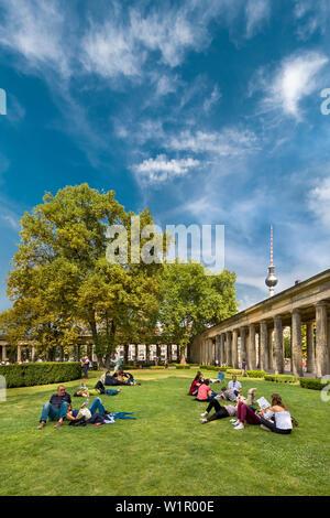Vorhalle, Alte Nationalgalerie, Fernsehturm, Museumsinsel, Berlin, Deutschland - Stockfoto