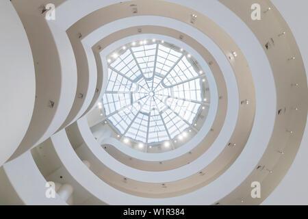 Solomon R. Guggenheim Museum, 5th Avenue, Manhattan, New York City, USA - Stockfoto