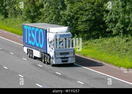 Tesco Anhänger, Lkw, Graylaw Speditionen, Nutzfahrzeuge auf der M6 an der Lancaster. Großbritannien - Stockfoto