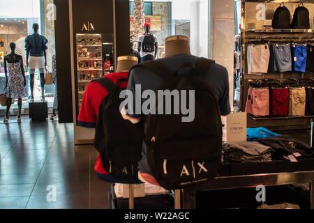 Orlando, Florida. Juni 6, 2019. Innenansicht von Armani Exchange Store in der Mall at Millenia. - Stockfoto