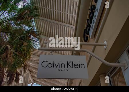 Orlando, Florida. Juni 6, 2019. Calvin Klein Mens Zeichen an Premium Outlet in International Drive. - Stockfoto