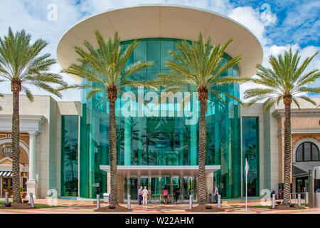 Orlando, Florida. Juni 6, 2019. Haupteingang der Mall at Millenia - Stockfoto