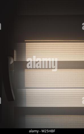 Textur einer vereinfachenden und moderne Fenster Jalousien während des Tages. - Stockfoto