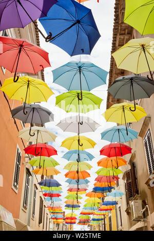 Novigrad, Istrien, Kroatien, Europa - bunte Sonnenschirme in gebunden ist Freiheit zu feiern. - Stockfoto