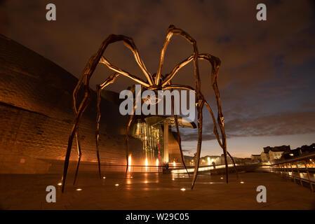 Bilbao, Spanien, 16/10-18. Die Skulptur namens Maman, von Louise Bourgeois ist außerhalb des Guggenheim Museums in Bilbao, Spanien.