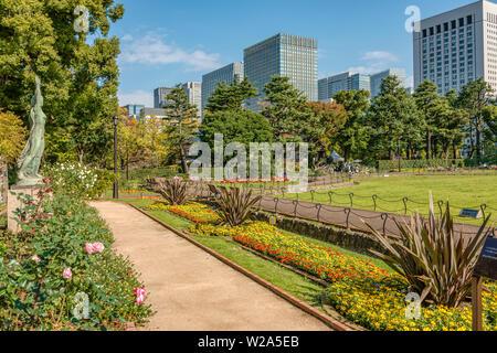 Erste Blüte Garten im Hibiya Park (Hibiyakoen) in Chiyoda-ku, Tokyo, Japan | Hibiya Park (Hibiyakoen) in Chiyoda-ku im Herbst, Tokio, Japan - Stockfoto