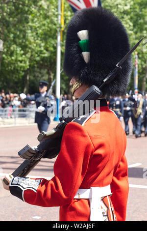 Welsh Guard an der Mall für die Farbe. - Stockfoto