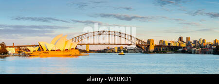 Sydney Opera House und die Harbour Bridge, Darling Harbour, Sydney, New South Wales, Australien - Stockfoto