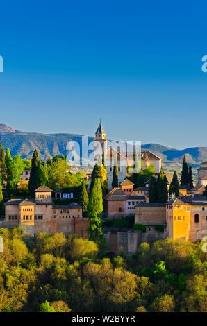 Spanien, Andalusien, Provinz Granada, Granada, Alhambra und Sierra Nevada - Stockfoto