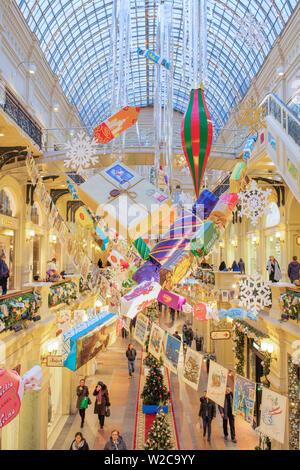 GUM-Interieur, Dekoration und Beleuchtung für Weihnachten und Neujahr Urlaub, Moskau, Russland - Stockfoto