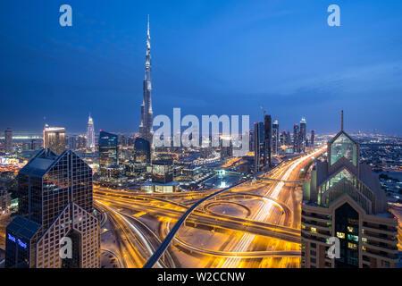 Sheikh Zayad Straße und der Burj Khalifa, Downtown, Dubai, Vereinigte Arabische Emirate - Stockfoto