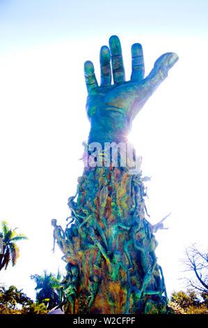 Florida, Miami Beach, Holocaust-mahnmal, 42 Fuß hohe Bronze Hand, die Skulptur von Liebe und Angst. - Stockfoto