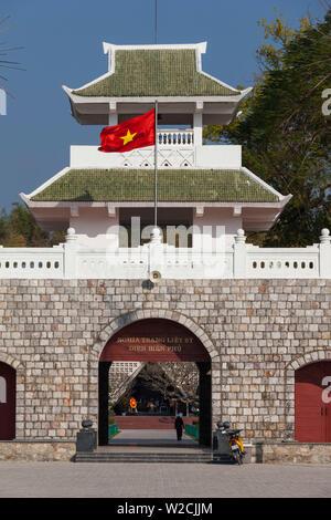 Vietnam, Dien Bien Phu, Dien Bien Phu Soldatenfriedhof, Tor - Stockfoto