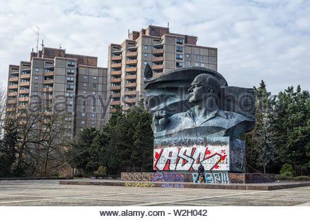 Ernst Thälmann Square in Berlin Deutschland mit Skulptur und Kommunisten Architektur - Stockfoto