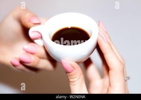 Die neapolitanischen Kaffee in Keramik Tasse. - Stockfoto