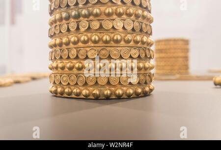 Schatz von El Carambolo Armband, das archäologische Museum von Sevilla, Andalusien, Spanien. - Stockfoto