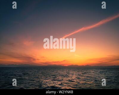 Sonnenuntergang über dem Roten Meer in Ägypten - Stockfoto