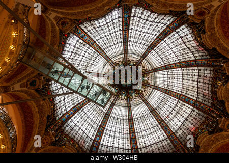 Rotunde Decke an Galerie Lafeyette, Paris, Frankreich - Stockfoto