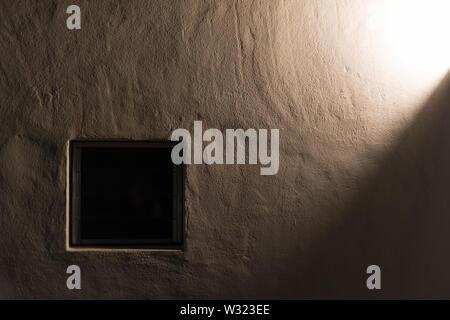 Es ist in der Nacht und im Haus das Licht ausgeschaltet ist - Stockfoto