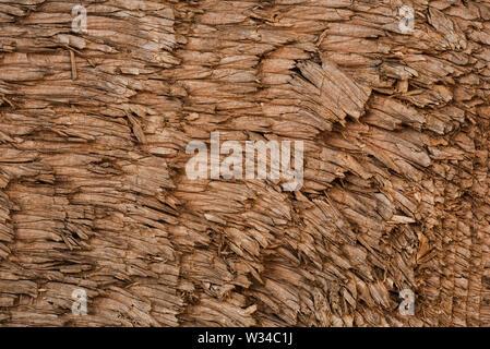 Eine Nahaufnahme von sehr groben Schnittholz. - Stockfoto