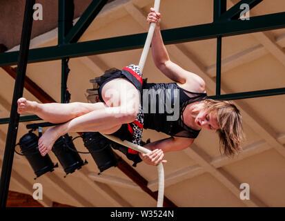 Junge Frau auf der Circus Seil; 4. Juli Ereignis; Circus; Salida Salida, Colorado, USA - Stockfoto