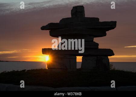 Canada Ontario Collingwood, Inukshuk at Sunset Point at Sunset Point at Sunset, Juni 2019, Inushuk Stone Landmark, We were Here,