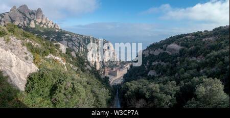 Ein Panorama von Santa Maria de Montserrat Kloster in der Nähe von Barcelona, Spanien