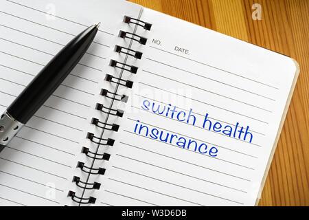 Notizblock mit Hinweis auf Sie: Krankenversicherung - Stockfoto